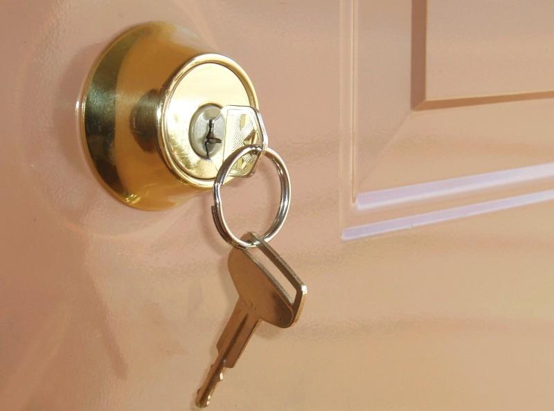 با جا ماندن کلید پشت درب خانه یا محل کار چه کنیم ؟