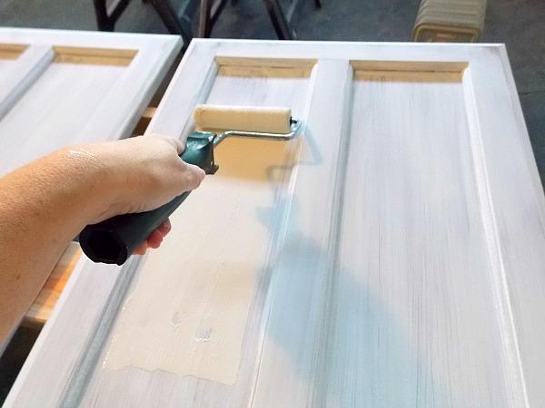 رنگ زدن درب های چوبی و درب ضد سرقت