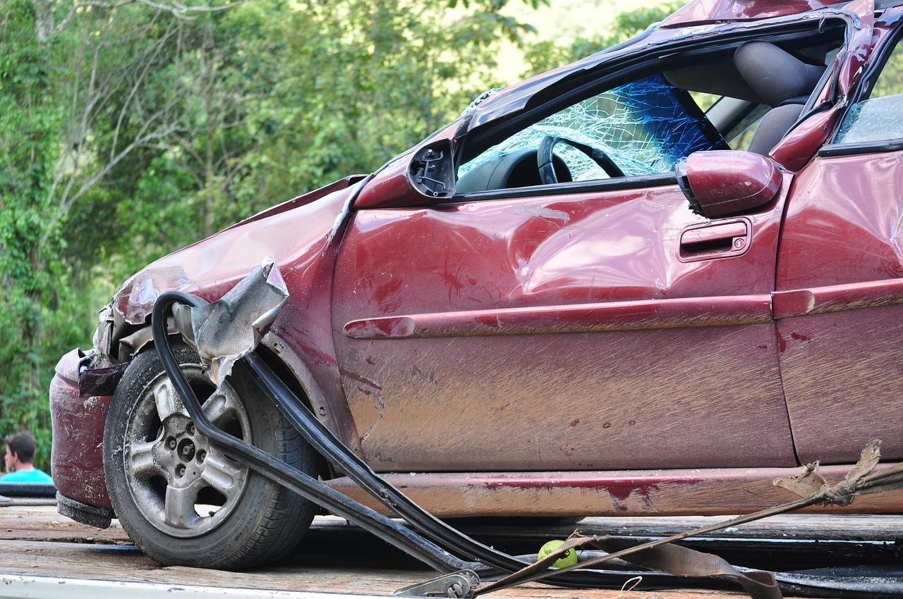 تخریب درب ماشین بعد از تصادف