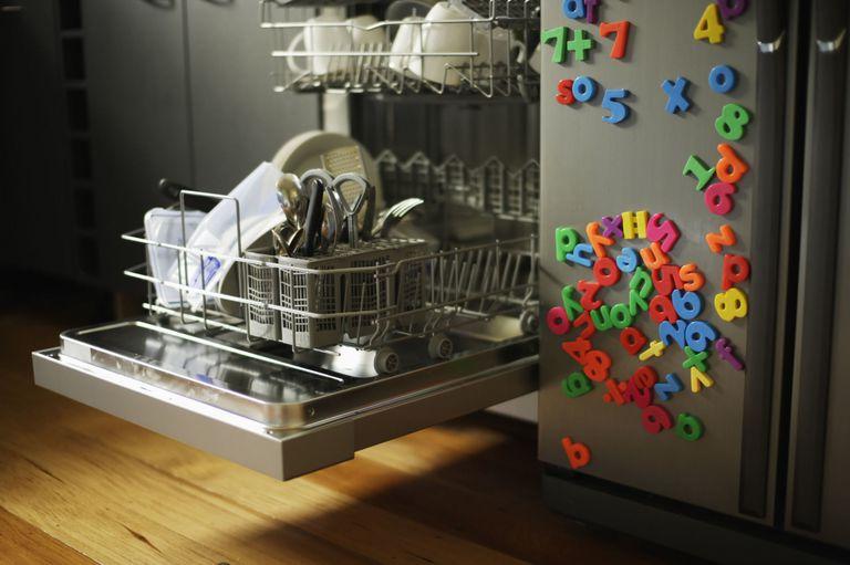 شستن اسباب بازی های بچه ها با ماشین ظرفشویی