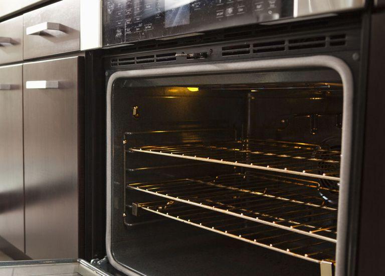 روش تمیز کردن فر و گاز آشپزخانه