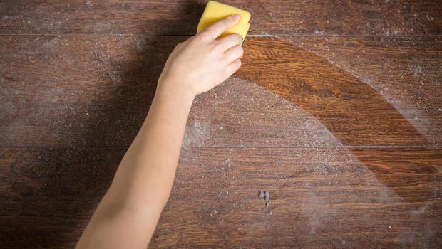 روش تمیز کردن گرد و غبار جزو مشکلات طبقه اول ساختمان