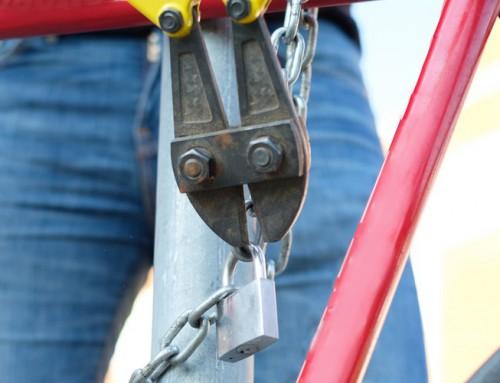 چگونه یک قفل آویز شکسته را برداریم؟