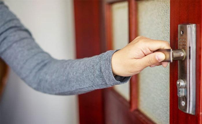 برای تقویت درب منزل از متریال باکیفیت استفاده کنید