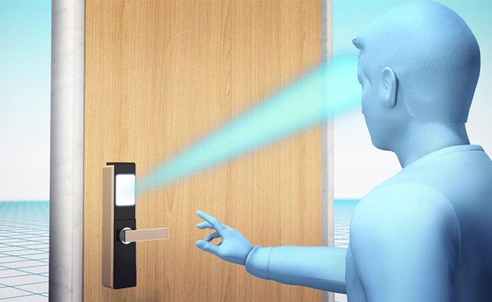نحوه کار قفل درب هوشمند با قابلیت تشخیص چهره چگونه است؟